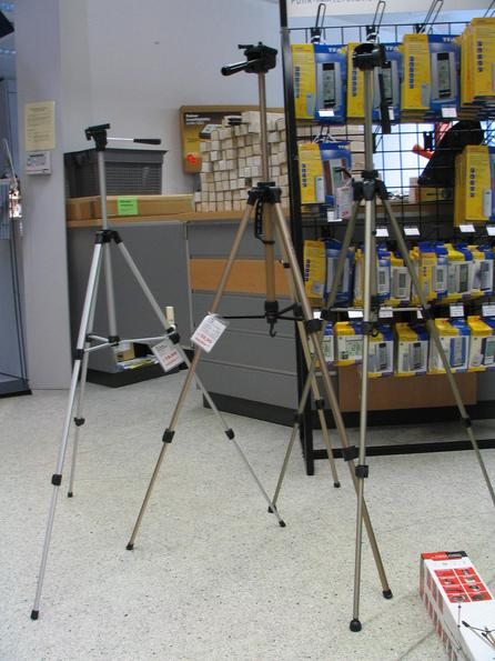 Test tripods for light digital cameras The 3 test candidates,, Erno P33 for 19,90 EUR, Erno D55 for 39,90 EUR and Hama Star 61 for 25,99 EUR start in the compare test of light tripods.