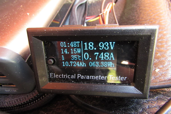 Measure a 12 V solar equipment The 4 LEDs on the K2 Solar are sufficient for the consumer. For a test report one would like however significantly more information about the device. Picture 1