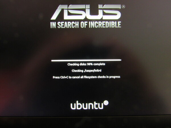 Start of the Linux Ubuntu installation Installing Linux Ubuntu 20.04.1 on an ASUS Zenbook UM431D. The first steps for installation. Picture 1