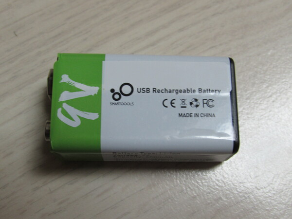 9 Volt block rechargeable via USB Constantly be careful not to turn on the voltmeter for too long, NO THANKS! The 9 V disposable battery is replaced by a USB rechargeable 9 V lithium battery.