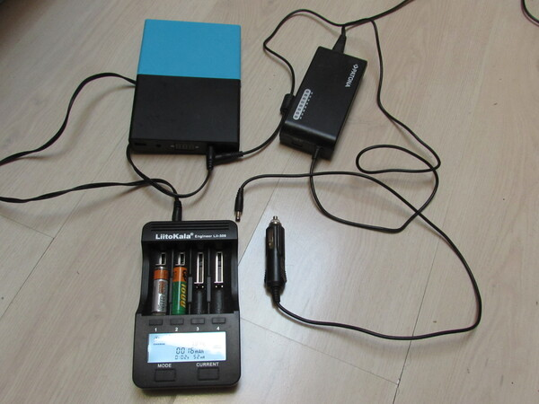Charger AA AAA NiMh 18650 Lithium Ion Four completely different batteries can be charged at once by the Liitokala Lii 500. How many mAh have already been charged, the internal resistance and the voltage are displayed. Picture 1