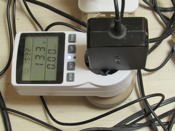 Wattmeter 230 V AC A built-in rechargeable lithium battery stores the data when the meter is not plugged in. This Wattmeter costs under 10 €.